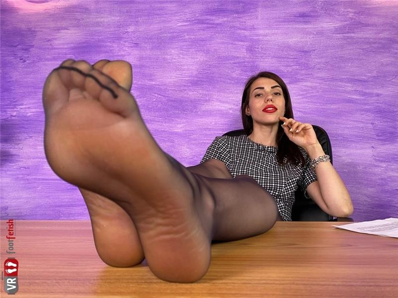 Sexy-Boss-Petra-Knows-You-Have-A-Foot-Fetish-2